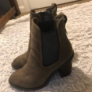 7.5 dark brown suede boot with grey elastic sides!